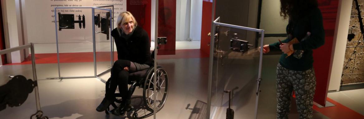 Vse razstave v SEM si je mogoče ogledati z invalidskimi vozički