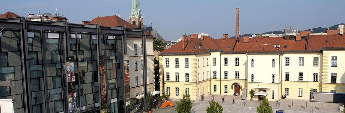 Pogled na razstavno in upravno hišo SEM