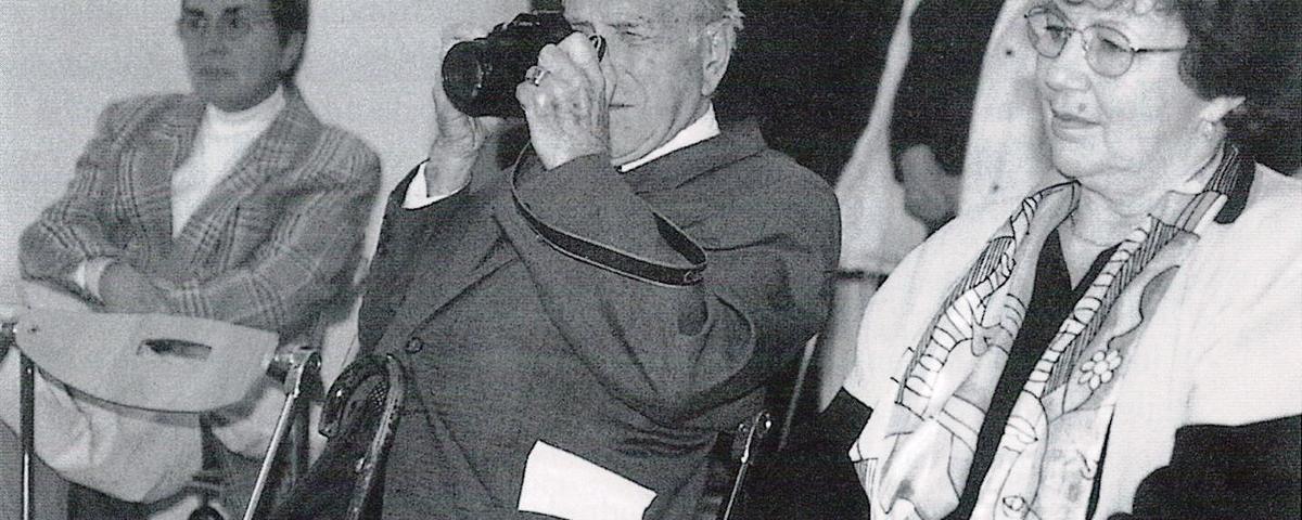Fotograf Mario Magajna na odprtju razstave Obrazi življenja