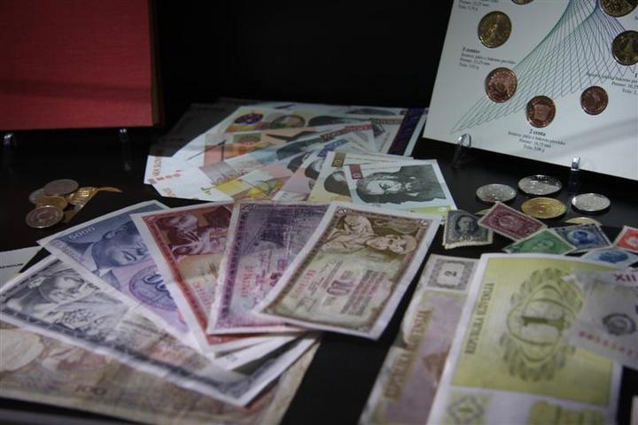 Denarne valute se skozi čas spreminjajo. Muzejska postavitev na razdelku Moj narod - moja država