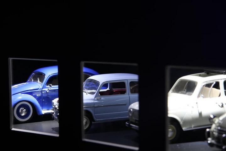 Muzejska postavitev (igrače avtomobilčki) na razdelku Jaz - moj osebni svet