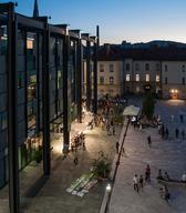 Pogled na Slovenski etnografski muzej izpred Narodnega muzeja na Metelkovi
